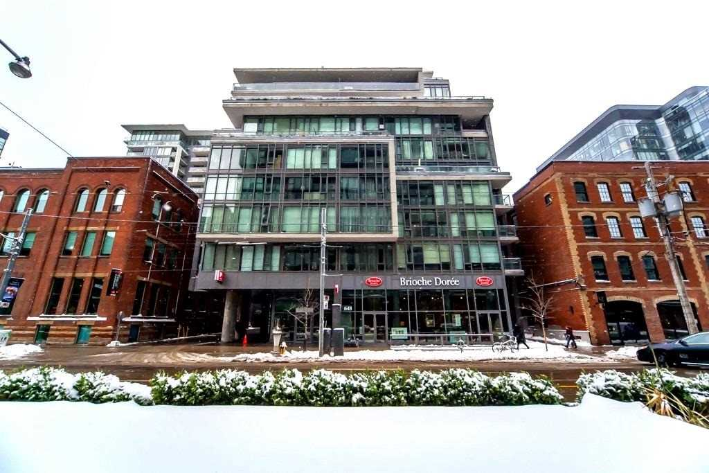 King West Condo For Sale With Parking And Locker